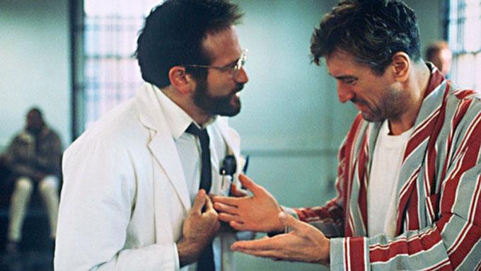 Image of Robin Williams and Robert De Niro in the movie Awakenings