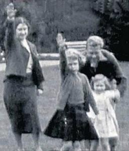 Image of House of Windsor members giving Nazi salute