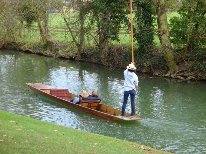 Image of punting on Oxford, England's River Cherwell