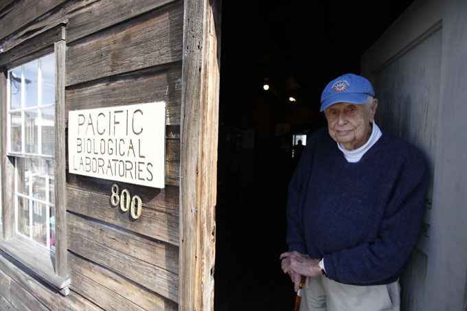 Image of Frank Wright at Doc's Lab on Cannery Row